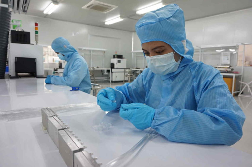 medical device assembly in cleanroom